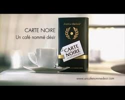 Femme Fatal Avec Tasse A Cafe